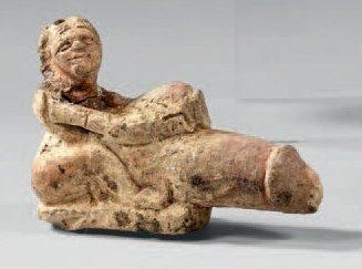 Statuette représentant un personnage ithyphallique. Calcaire. Égypte, Basse Époque,...