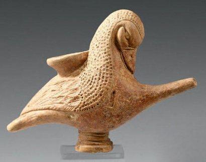 Biberon en forme de canard posé sur un haut...