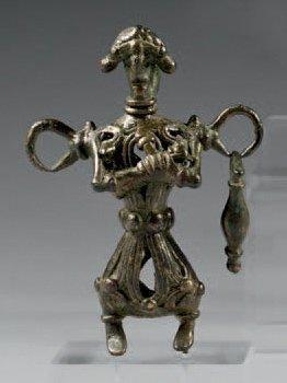 Idole-grelot avec enfant. Bronze. Lacune...