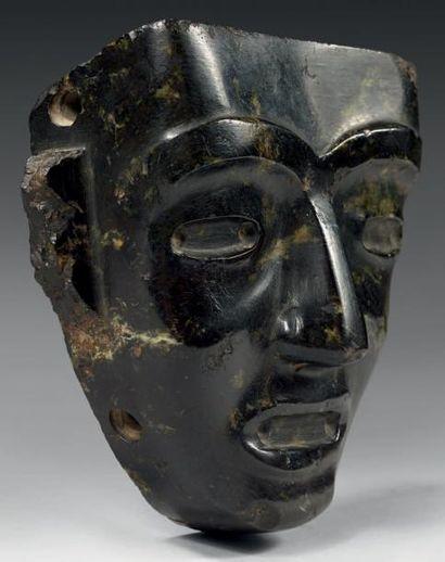 Culture Teotihuacan, Mexique Masque anthropomorphe. Serpentine vert sombre légèrement...