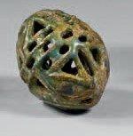 Importante perle ajourée composée de huit...