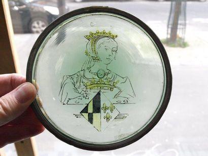 Charmante cive en grisaille et jaune d'argent représentant une jeune reine de France...