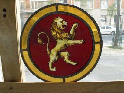 Rondel polychrome, jaune d'argent et gravure, décor d?un lion héraldique. France...
