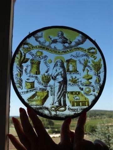 Rondel en grisaille et jaune d'argent représentant probablement les douze vertus...