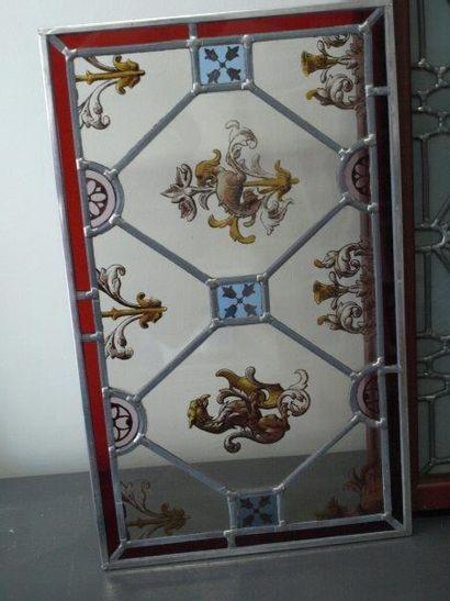 Vitrail en camaïeu de grisaille sur verre transparent, décor de chardons et d?animaux...