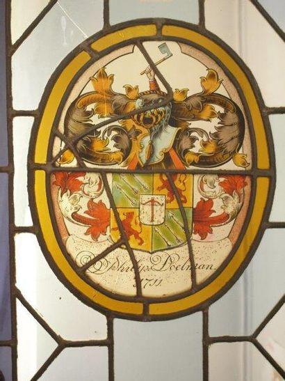 Grand vitrail ovale en grisaille, jaune d'argent,...