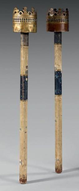 Paire de torches de procession en bois et...