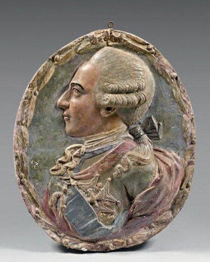 Profil de Louis XV en plâtre peint. XVIIIème...