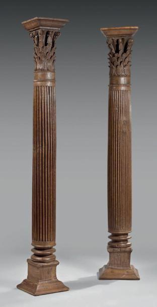 Paire de colonnes en chêne à fines cannelures,...