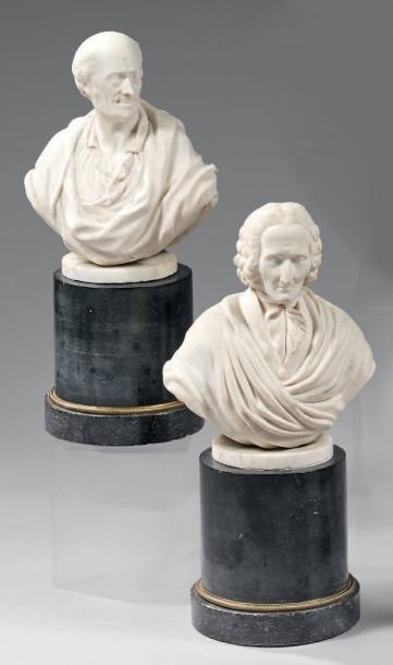Paire de bustes en biscuit figurant Voltaire...