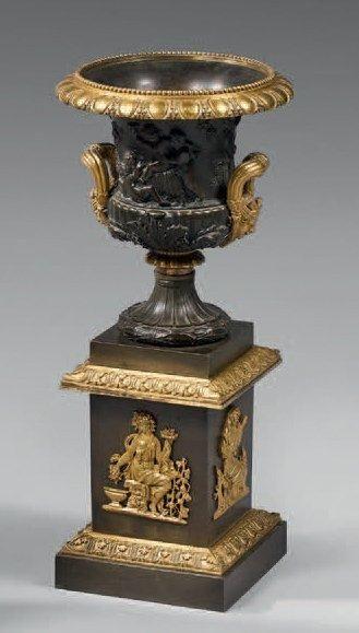 Vase Médicis en bronze ciselé, doré ou patiné;...