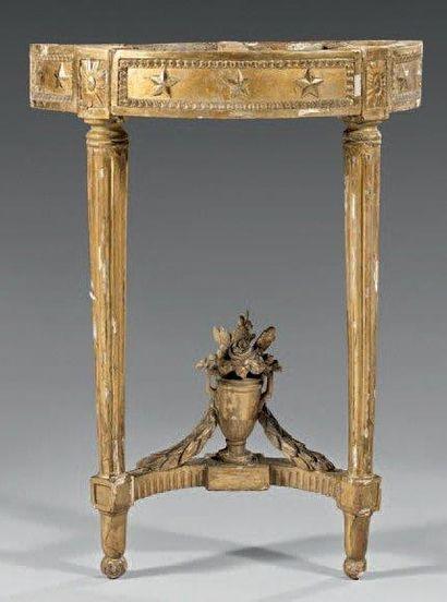 Console demi-lune en bois sculpté et doré,...