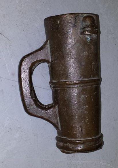 Couleuvrine à main en bronze. XVIIIème siècle....