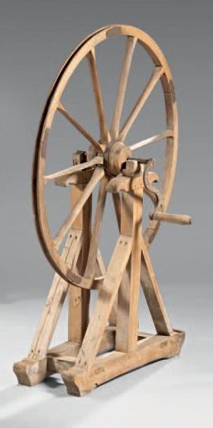 Importante roue à filer à main