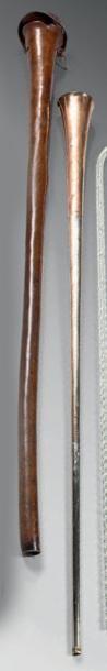 Olifant en cuivre rouge et métal argenté...