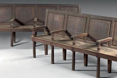 Deux bancs dits de chanoine en bois naturel,...