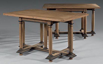Paire de tables, à plateau rectangulaire...