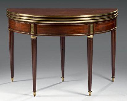 Table demi-lune formant table de salle à...