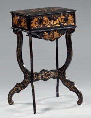 Table travailleuse en bois laqué noir et...