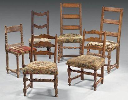 Lot de chaises comprenant une Paire de chaises...