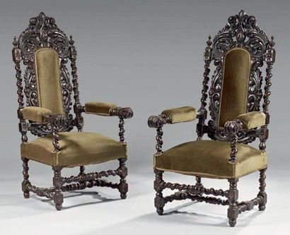 Paire de fauteuils d'apparats en bois sculpté,...