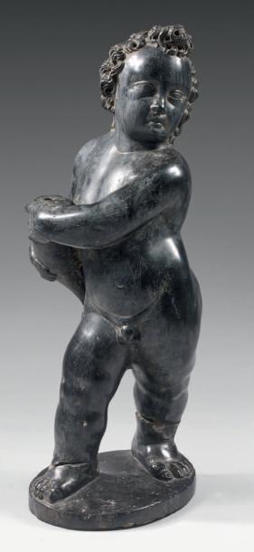 Statuette figurant un amour tenant une corne d'abondance en marbre noir sculpté;...