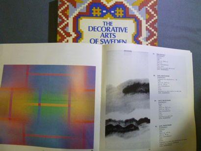 Réunion de 6 ouvrages Design Textile et Broderie:...