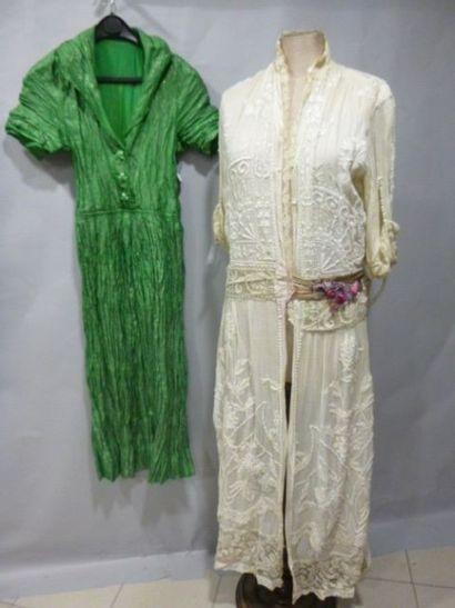 Robe d'été en batiste brodée c.1910 et robe...