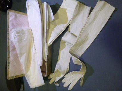 Lot de 8 paires de gants en peau blanc ou...