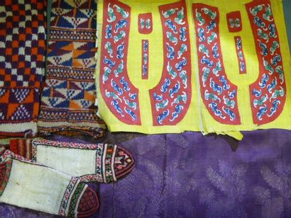 Tissages et tricots divers: Paire de chaussons...
