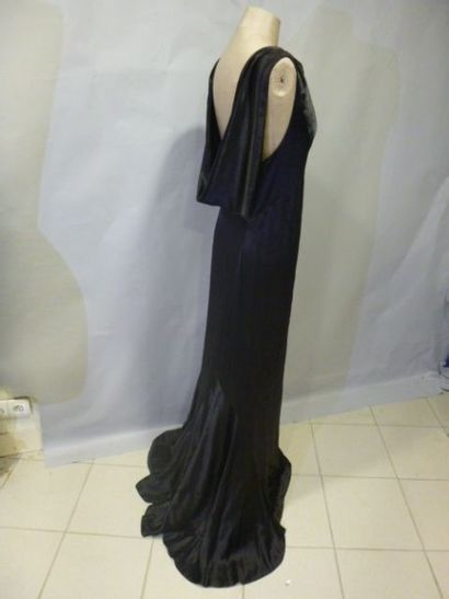 Robe du soir en satin noir, années 30. Fourreau...