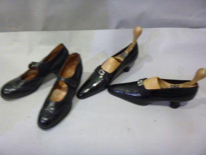 Deux paires de chaussures vers 1910. Derbys...