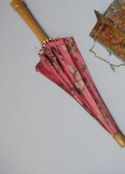 Tom-pouce et ombrelle Japonaise, vers 1925....