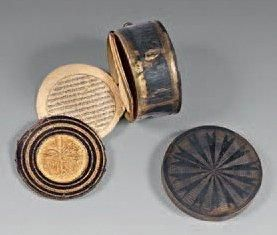 Petit coran ottoman et boitier en argent....