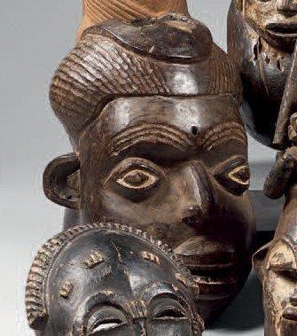 Bamileke. (Cameroun) Ancien et beau masque...