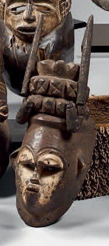 Bini. (Nigéria) Ancien et beau masque anthropomorphe...