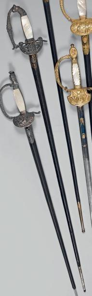 Très jolie épée d'officier supérieur, garde...