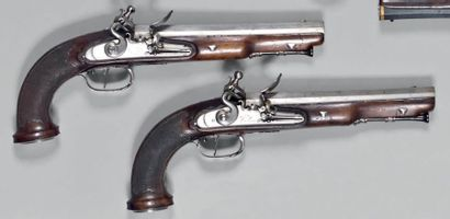 Paire de pistolets à silex d'officier, canons...
