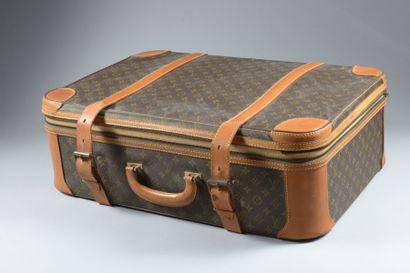 Louis VUITTON, valise à décor monogrammé...