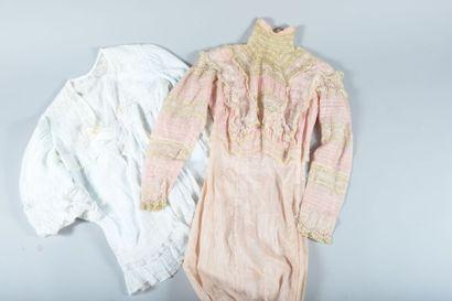Robe d'été et déshabillé, vers 1900. Robe...