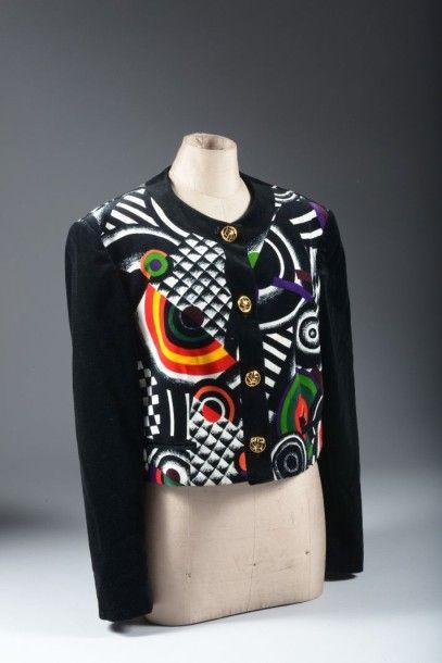 Louis FERAUD ; une veste en velours décor...