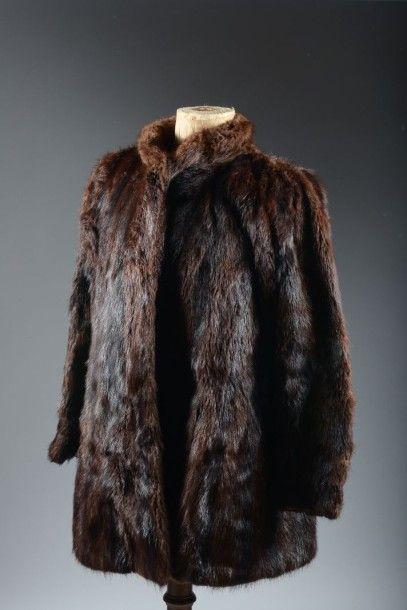 Une veste en ragondin et une étole en vison,...