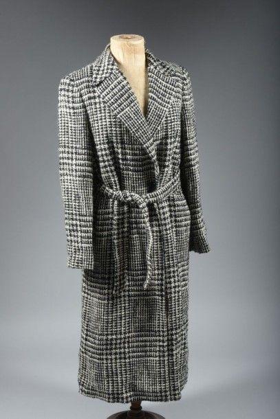 Gianfranco FERRE Studio, manteau avec ceinture en laine chiné, noir et blanc, taille...