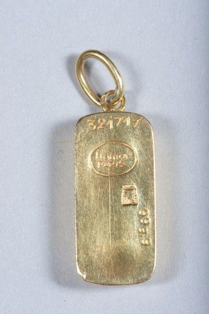 Lingot en or monté en pendentif portant les...