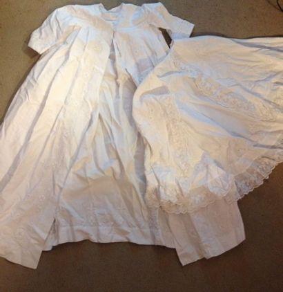 Robe de Baptême et sa cape en piqué de coton...