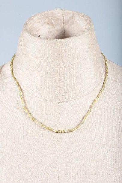 Collier de petites perles de diamant brut....