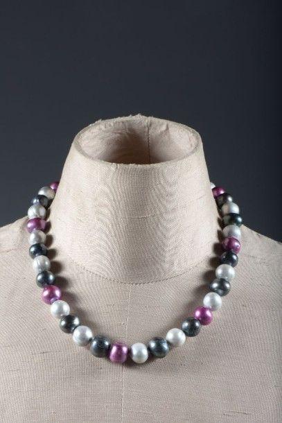Collier choker de perles noires, grises et...