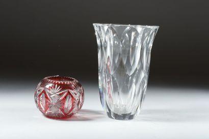 SAINT LOUIS.   Vase boule en cristal taillé...