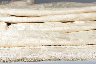 Paire de rideaux en damas de couleur crème. Prêts à être posés. 282 x 249 cm