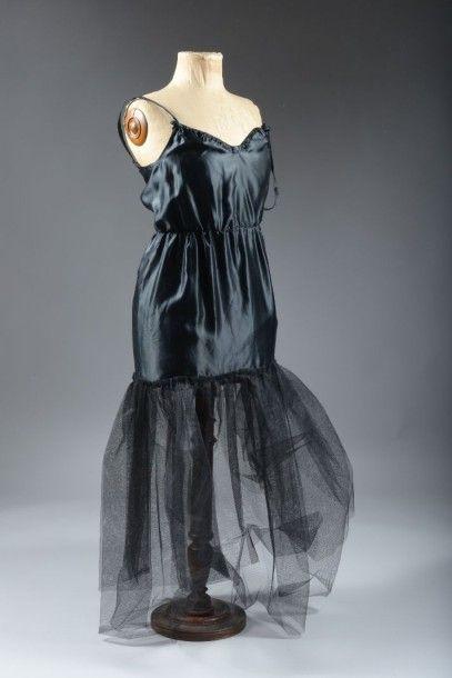Robe du soir en tulle brodé, vers 1950. Tulle...